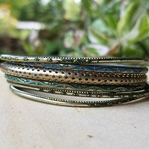 Assorted textured bracelet set